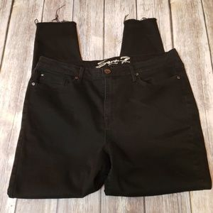 EUC SIZE 16 SEVEN7 UNFINISHED SKINNY JEANS